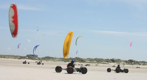 Kitebuggys am Strand